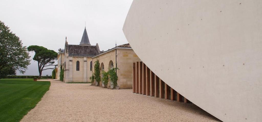 Les extérieurs du Chateau Cheval Blanc, comme une liaison entre l'ancien et le contemporain