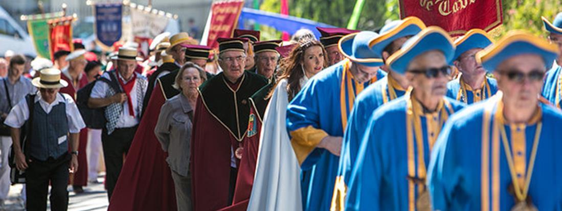 Ban des Vendanges à Avignon avec le défilé des Confréries Bacchiques